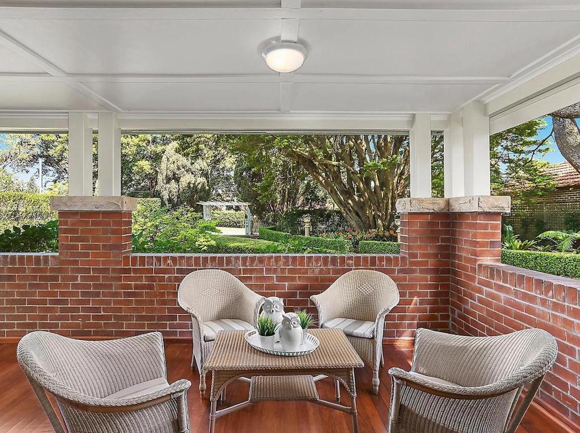 Outdoor entry verandah with cane furniture